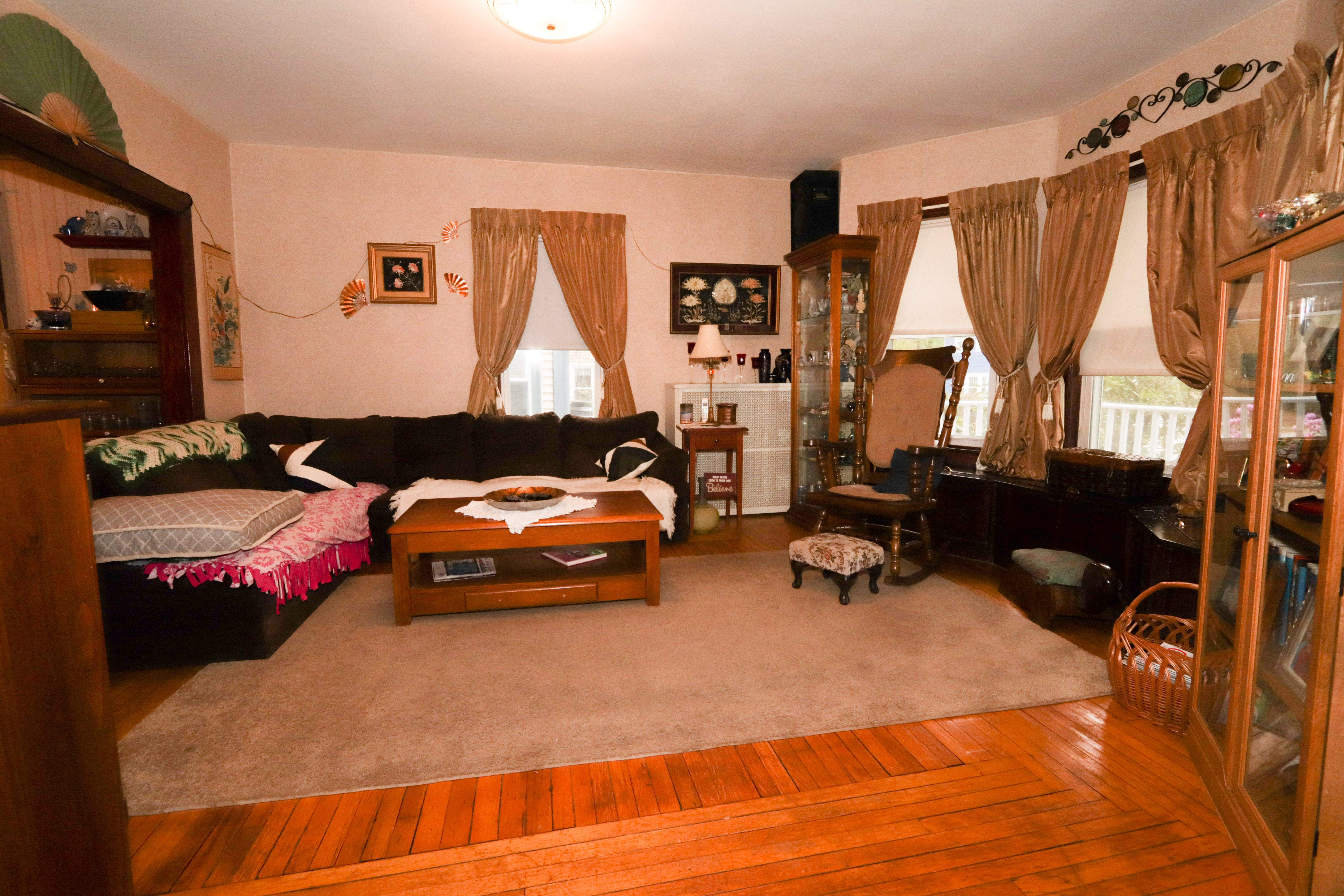 34 1/2 Russell Ave Nashua NH 03060 South Nashua 4 Bed New Englander House for Sale